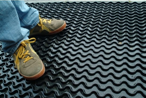 use Rubber mats to prevent slippery decking